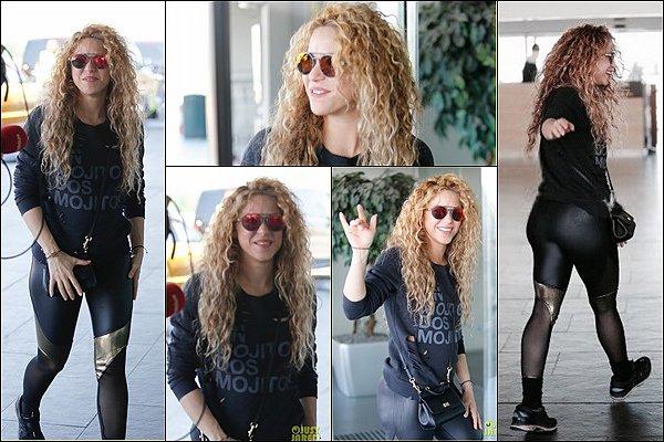 1er Juin 2018 : Shakira a été aperçu se rendant à l'aéroport de Barcelone pour se rendre à Hambourg En effet la sublime colombienne donnera le 3 juin prochain le premier concert de sa tournée EL DORADO WORLD TOUR