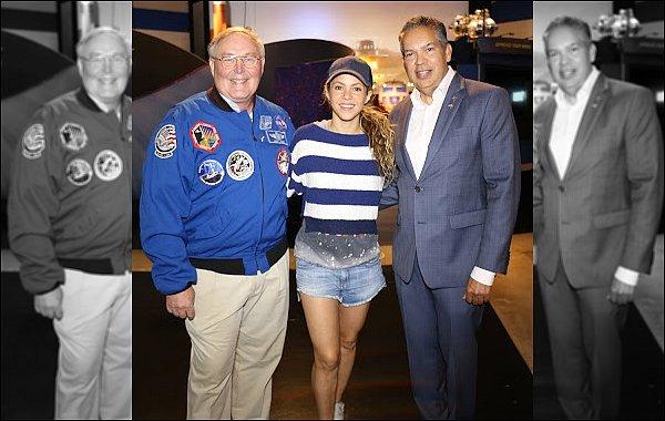 20 août 2018 : Shakira a pris quelques photos avec des fans à Miami en Floride Shakira est adorable avec ses fans. J'aime beaucoup son tee short, un TOP pour cette tenue ! :)