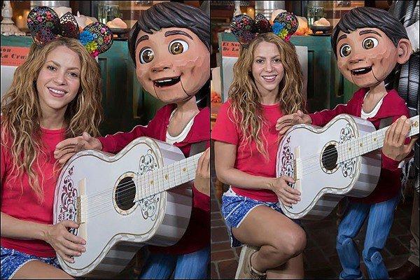 """9 septembre 2018 : Shakira, Gerard et les garçons ont passé la journée à Disney à Anaheim Shakira a posé avec Miguel du film """"Coco"""", elle est rayonnante sur ces photos et quelle adorable petite famile !!"""