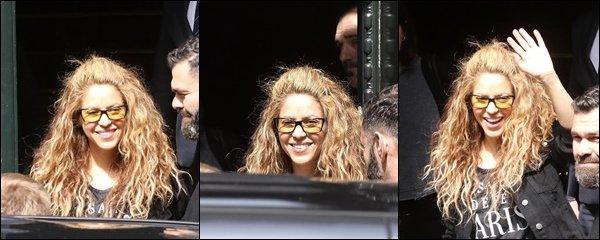 24 Octobre 2018 : Shakira a reçu un bel accueil par ses fan argentin en arrivant à Buenos Aires La belle colombienne est arrivée à 2 heures du matin en Argentine, elle été touché de cet accueil en pleine nuit !