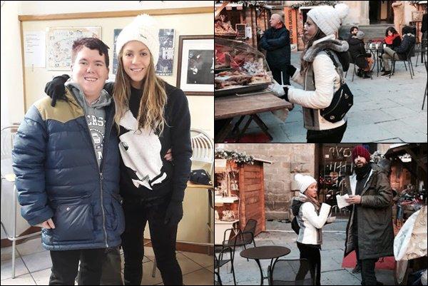 27 décembre 2018 : Shakira et Gérard ont été vu dans le centre historique de Cortona en Italie Shakira a également pris une photo avec un fan, elle est toujours aussi adorable. J'aime bien sa tenue, c'est un TOP :)
