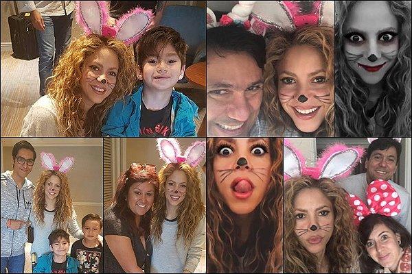28 Octobre 2018 : Shakira a pris quelques photos des fans depuis sa voiture à Santiago au Chili Shakira est tellement adorable ! La belle blonde a une nouvelle fois pris le temps pour pour prendre des photos avec ses fans
