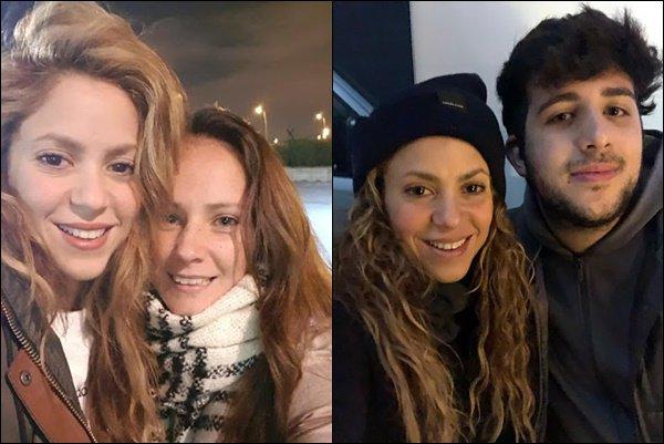 19 novembre 2018 : Shakira a pris une photo avec une fan dans Barcelone, elle est tellement adorable 25 novembre 2018 : S. a pris une autre photo avec un fan, toujours dans Barcelone. J'adore ses cheveux bouclés :)