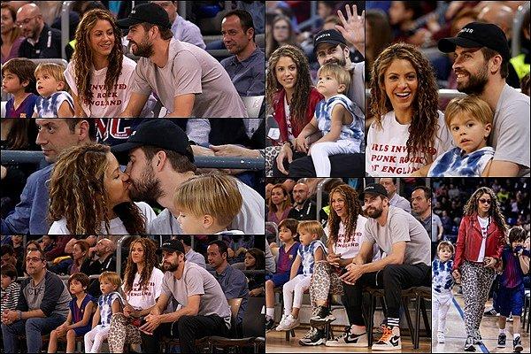 10 mars 2019 : Shakira, Gerard et les garçons ont assisté à un match de basket au Palau Blaugrana à Barcelone Ils sont mignons tous les quatre, Sasha a bien grandit ! Shakira est superbe avec les cheveux légèrement plus foncés, au TOP :)