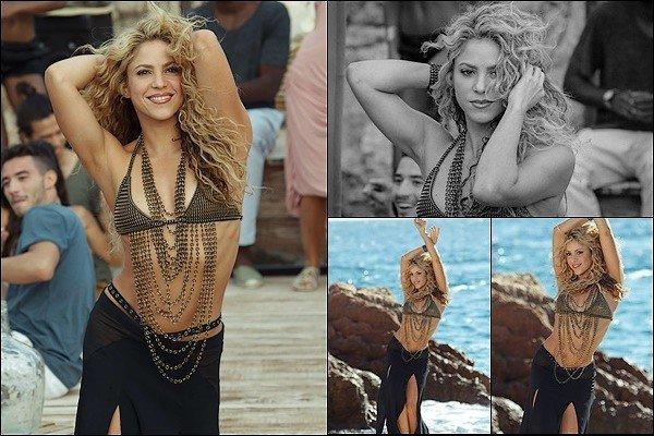 """De nouvelles photos issues du photoshoot pour le parfum """"Dance"""" de Shakira sont récemmentsorties. Ce photoshoot avait eu lieu en 2015. J'aime beaucoup ses cheveux ainsi. Shakira est absolument sublime sur ces clichés *__*"""