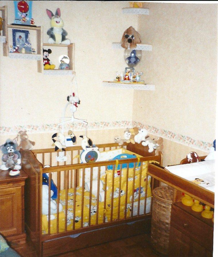 chambre b b en pin massif teint miel ventes diverses occasion On chambre bebe pin massif