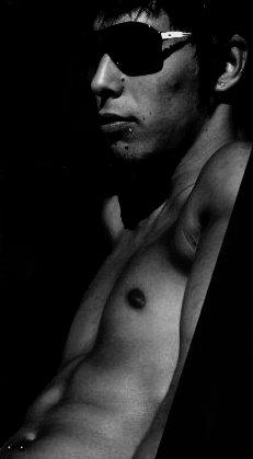 Raphael R.                 |          21 Ans          |          Brésilien          |                    |          Célib           |          78 & 75   Yeux : Marrons Cheveux : Bruns Taille : 1m92  D.d.n :  22 Juillet Club : P.S.G Autres : Fume et Boit