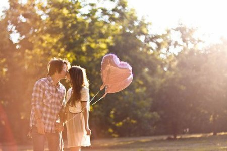 « L'amour est une catastrophe magnifique : savoir que l'on fonce dans le mur, et accélérer quand même. » - F. Beigbeder