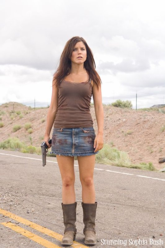 Hitcher : Grace Andrews (Sophia BUsh