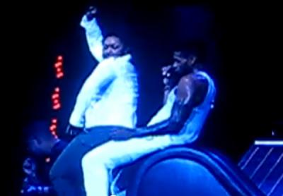 Dossier : Usher et ses fans sur scène OMG Tour