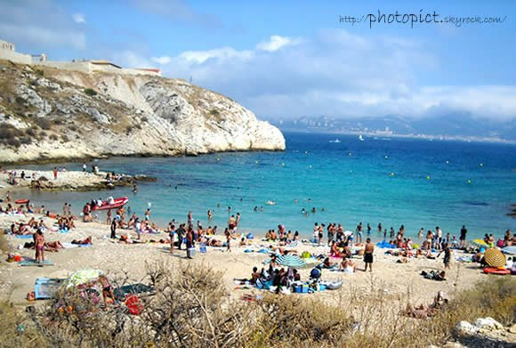 La plage saint est ve sur l 39 le du frioul au large de - Cuisine des iles marseille ...
