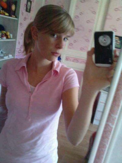 Ma Zinee (L)