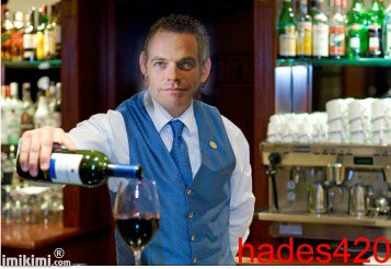 Garou en barman (lol)