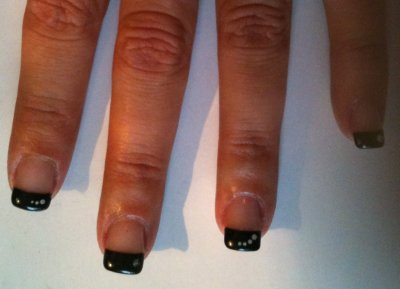 ONGLE GEL UV FRENCH NOIR DECORATION BLANCHE EN POINT