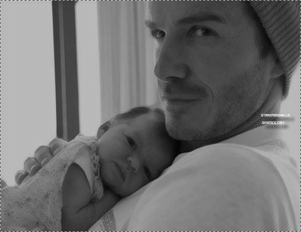 Victoria nous montre la frimousse de sa fille, Harper Seven.