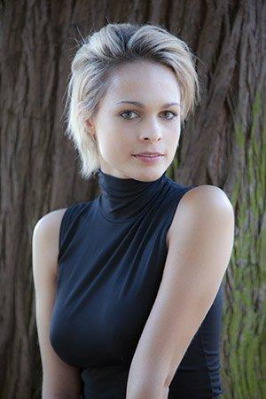 Chloé Girard (Marion Huguenin)