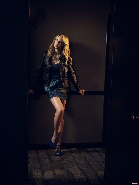 Deux clichés promotionnels de Candice Accola (Caroline) pour la promotion de la saison. Candice est superbe!