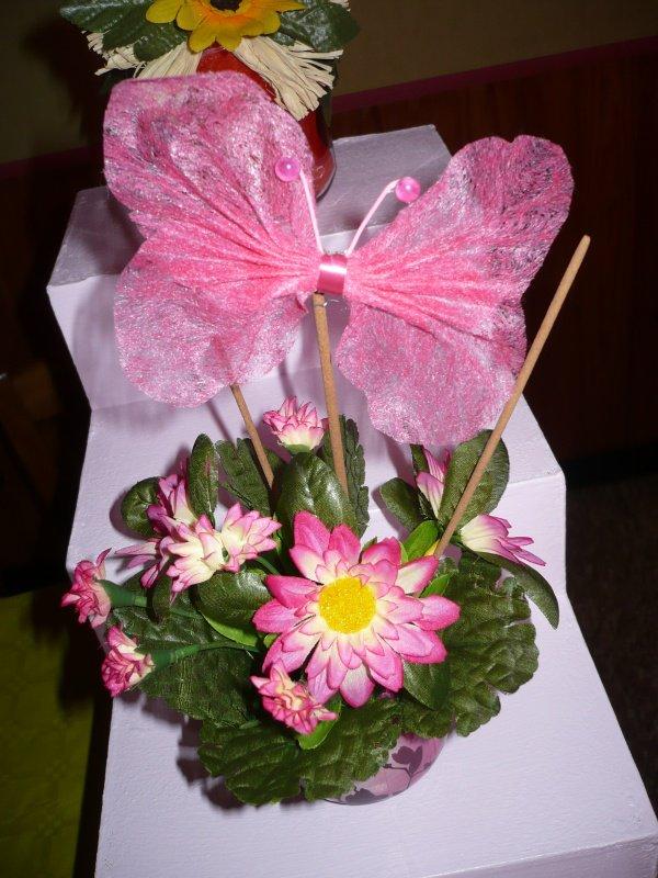 Petites compositions avec des fleurs artificielles