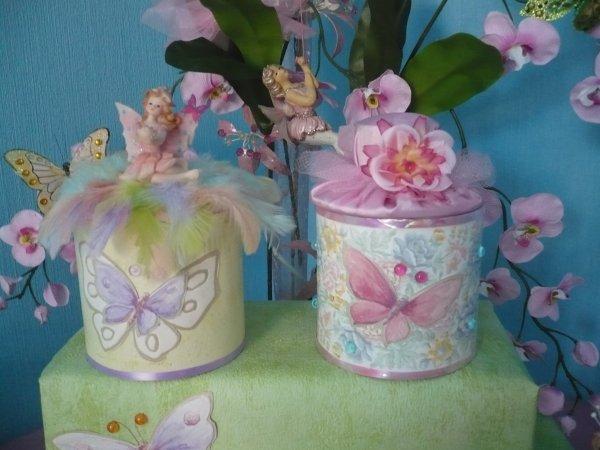 boites décorées romantiques .