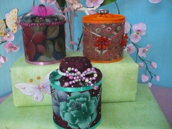 boites décorées avec du tissu et des perles