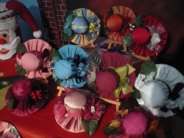 les petits chapeaux pique.aiguilles