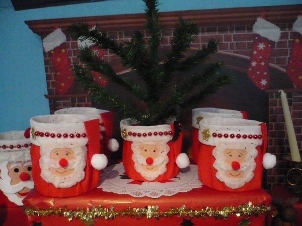Des petites boites  décorées  pour un petit sapin