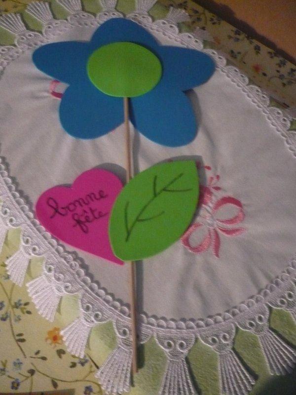 Une jolie fleur pour dire à Maman combien on l' aime ...........