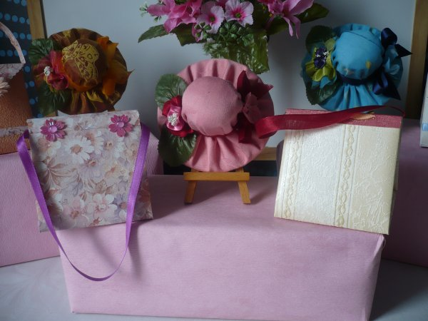 Des minis sacs à main en papier ...