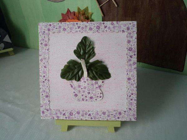 Un petit cadre décoré de fleurs .
