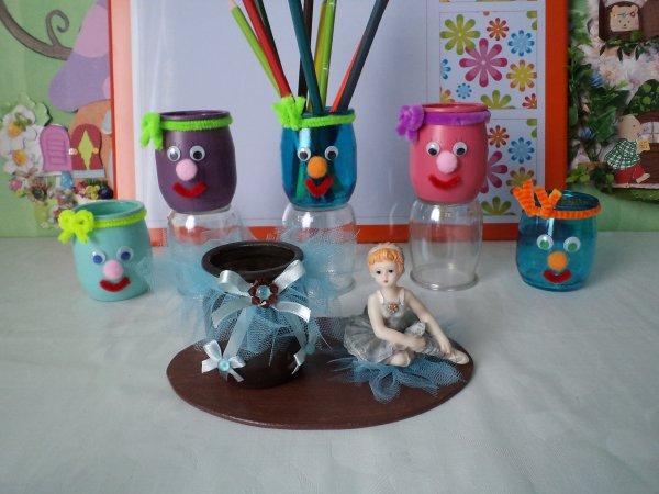 La r alisation des petits pots crayons rigolos les for Decoration pot de yaourt en verre