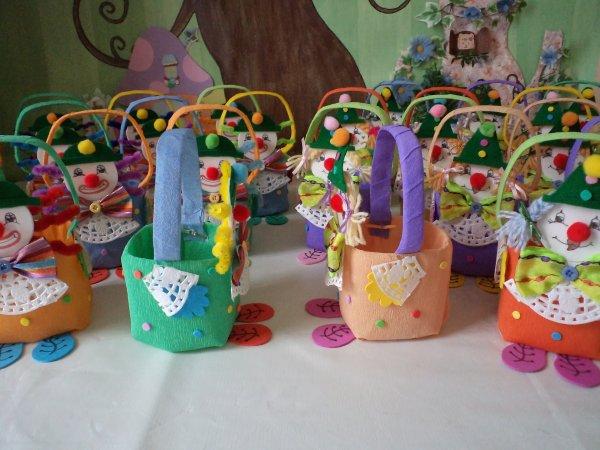Des petits paniers clowns pour un anniversaire