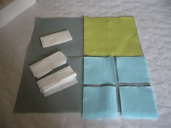 Des bonbons avec des serviettes en papier .