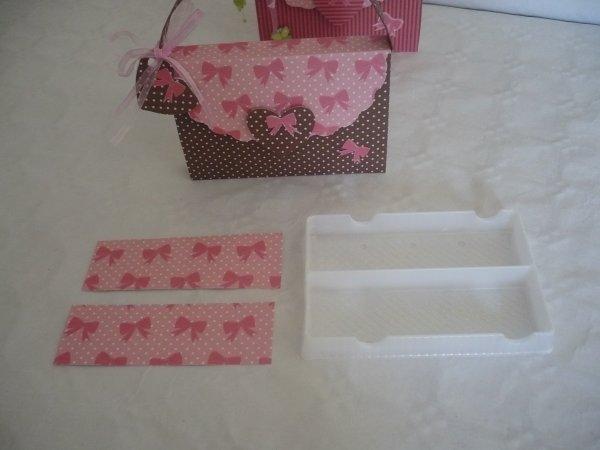 La réalisation de la boite cadeau sac à main .