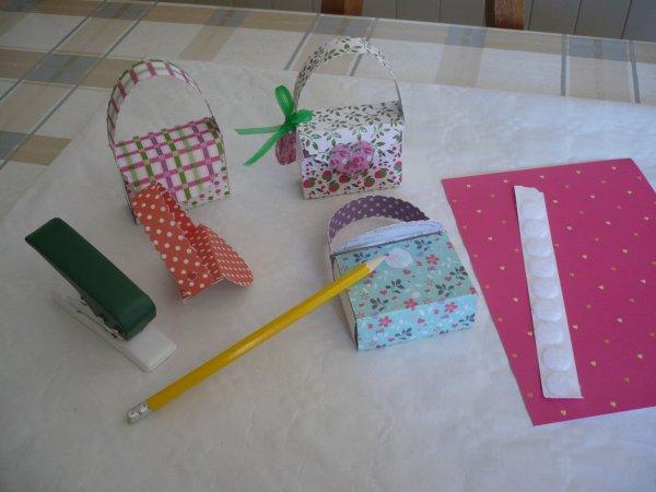 Une petite boite cadeau forme sac à main