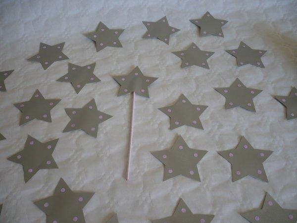 Le marque-place en forme de baguette magique .