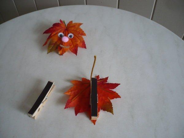 Une feuille artificielle sous forme de magnet rigolote .