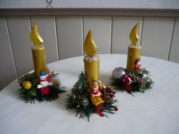 De fausses bougies décorées couleur or