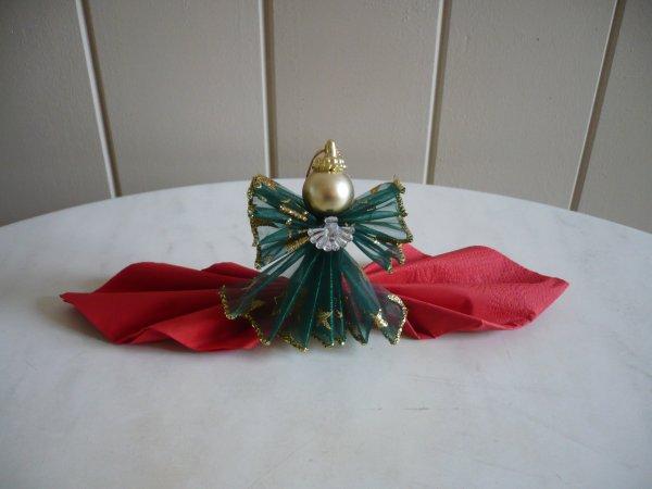 Une pince serviette ange