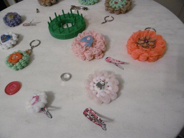 Un appareil à faire des fleurs en laine