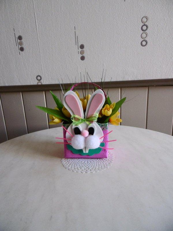 Un petit panier en forme de lapin pour Pâques