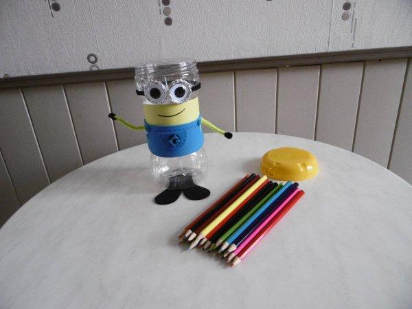 Un minion avec le pot pour boisson chocolaté