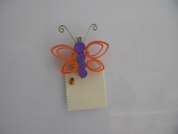 Un papillon sous forme de pique pour plante ou de pense bête