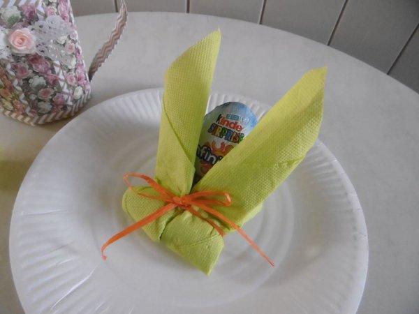 Pliage de serviette en papier en forme de lapin