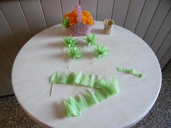 Un panier fleuri en papier