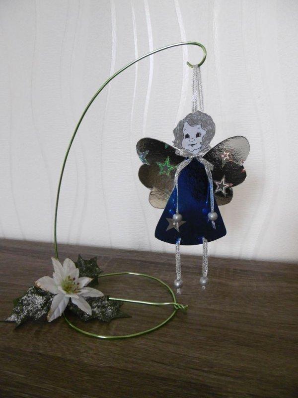 Un ange avec du carton holographique .