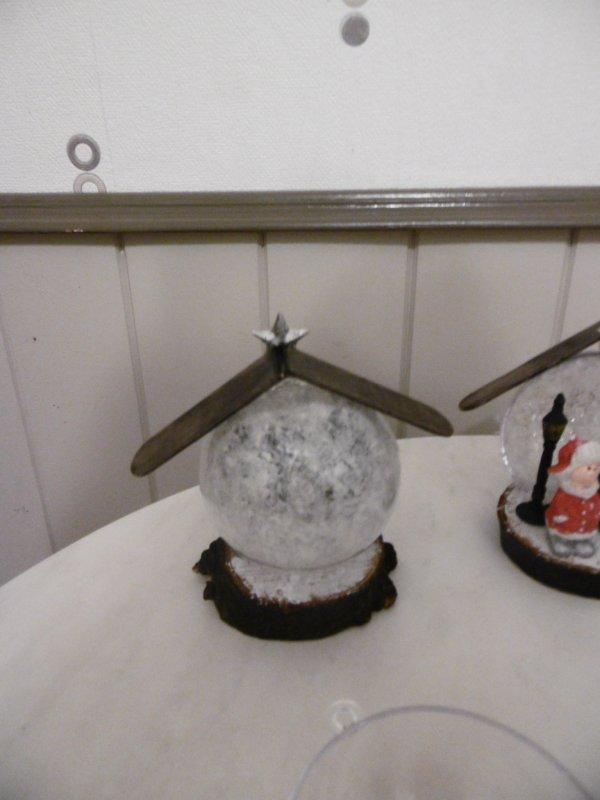 Demi boule transparente en plastique décorée