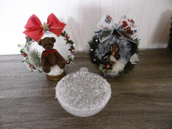 Demi boule transparente en plastique décorée Nounours ou pingouin