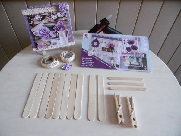 Cadres et Triptyque avec des bâtonnets en bois                                            et des illustrations en 3D