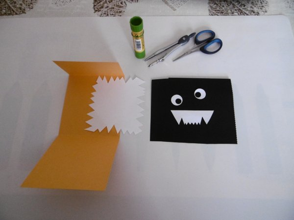 Des cartes petits monstres rigolos