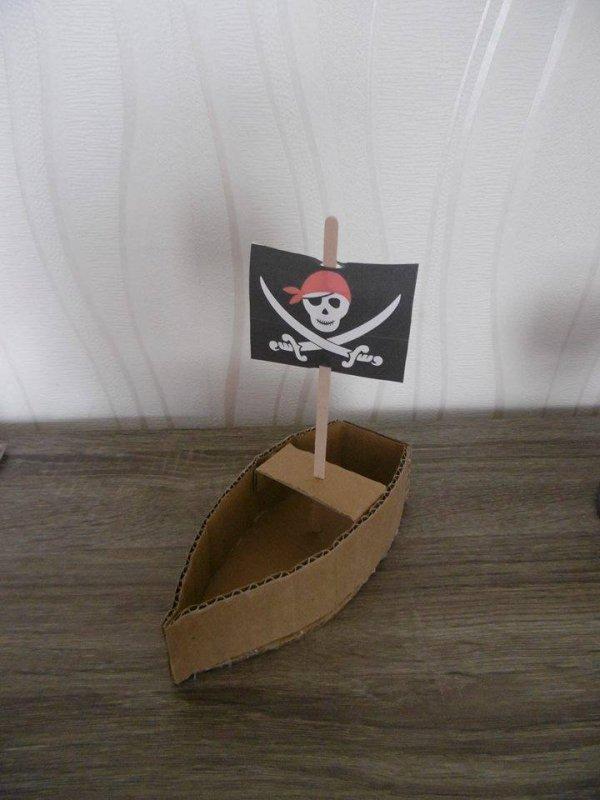 Toujours sur le théme pirate ( suite ) des petites barques .Anniversaire de Yanis